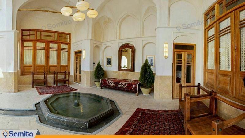 محوطه نشیمن هتل سرای درب باغ