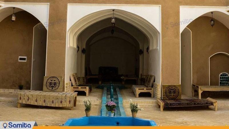حیاط هتل سنتی خونه نقلی