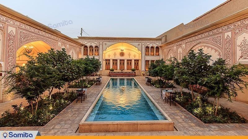 نمای ساختمان هتل سنتی مهین سرای راهب