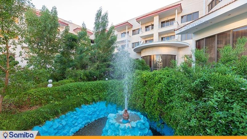محوطه هتل گراند