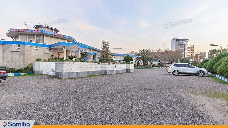محوطه هتل جهانگردی لاهیجان
