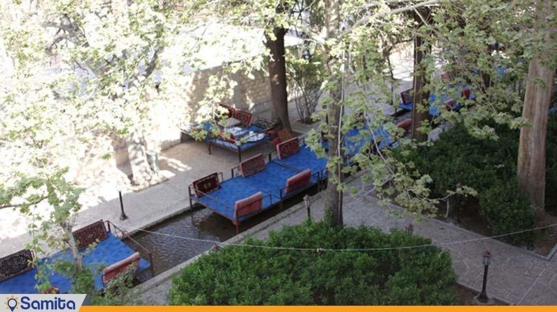 رستوران فضای باز هتل باغ سنتی متولی باشی