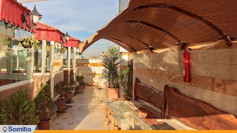 محوطه نشیمن بام هتل الماس