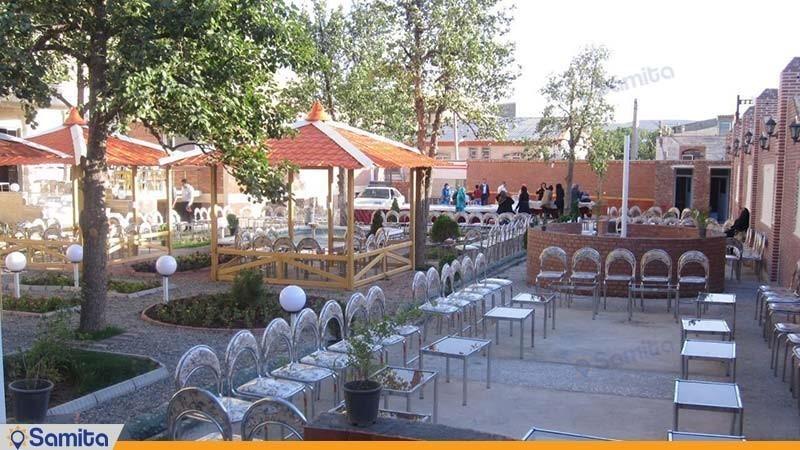 حیاط هتل قصر اسکو