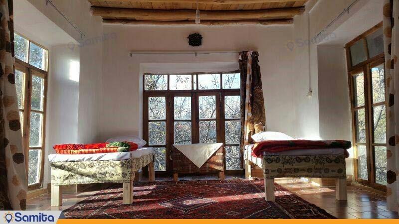 اتاق بابونه اقامتگاه بومگردی کوشک آقا محمد