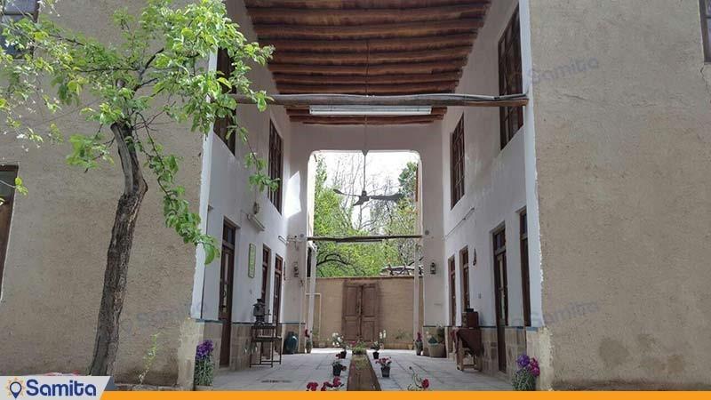 نمای ساختمان اقامتگاه بومگردی کوشک آقا محمد