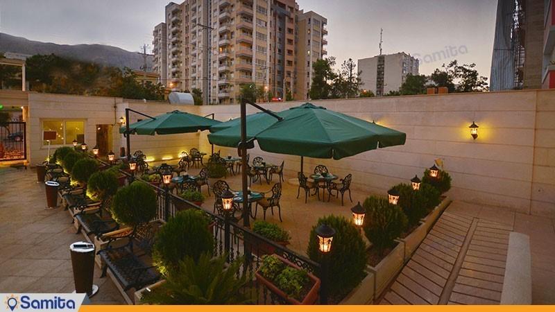 محوطه نشیمن فضای باز هتل الیزه