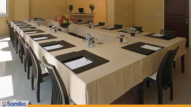 غرفة الاجتماعات شقق فندقية مديا