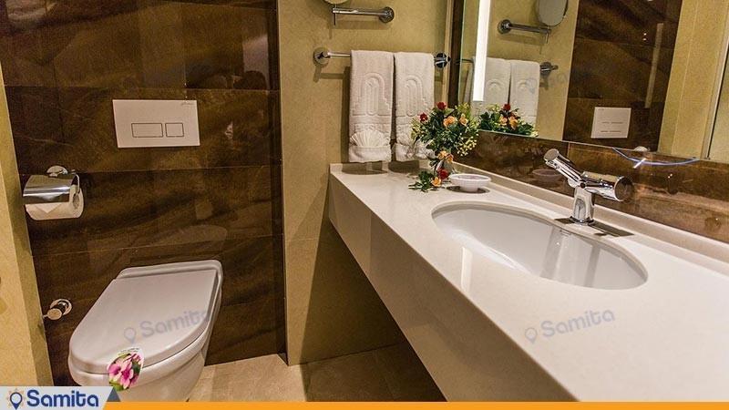 حمامات فندق بارسيان انقلاب