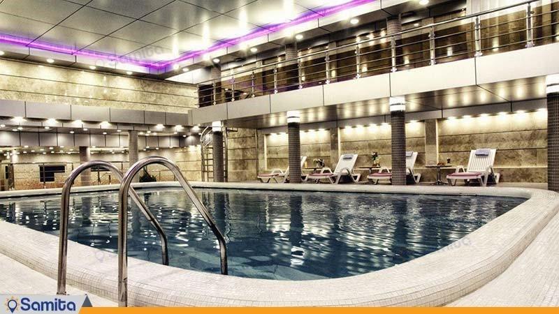 حمام السباحة فندق بارسيان كوثر طهران
