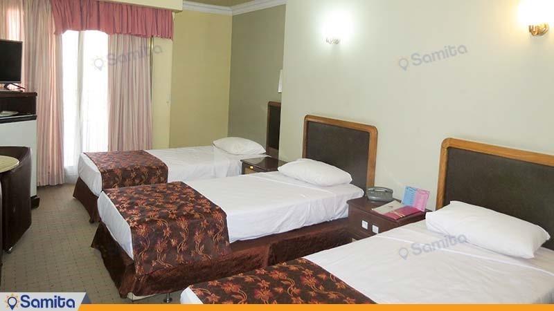 اتاق سه تخته رو به دشت هتل پارسیان آزادی یاسوج