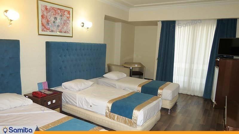اتاق سه تخته رو به رودخانه هتل پارسیان آزادی یاسوج