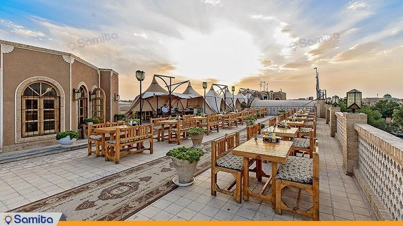 مطعم على السطح فندق داد