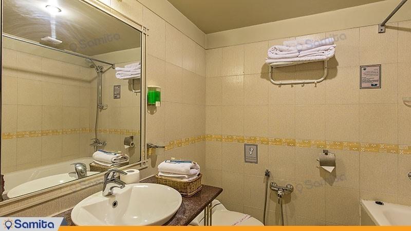 حمامات فندق داد