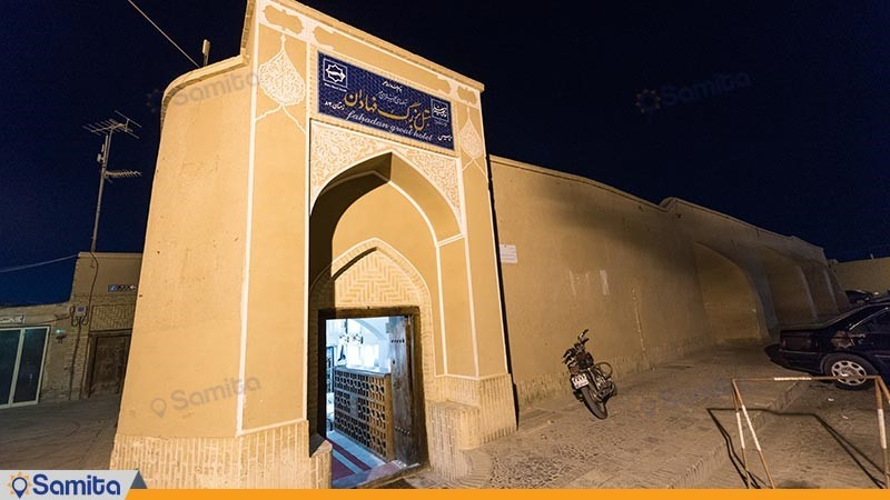 ورودی هتل سنتی فهادان