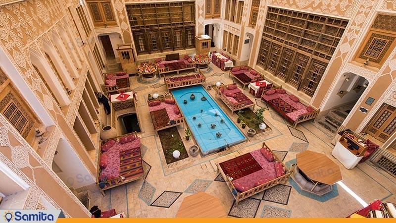 حیاط هتل سنتی ملک التجار