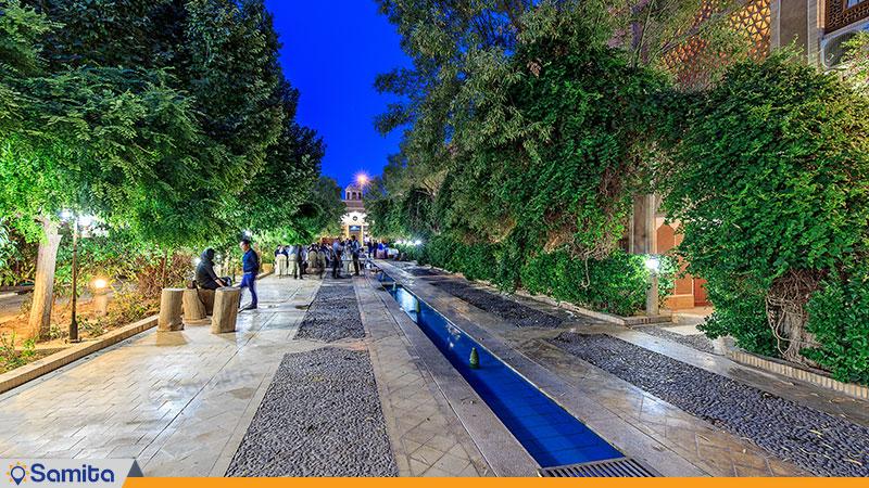 محوطه هتل باغ مشیر الممالک