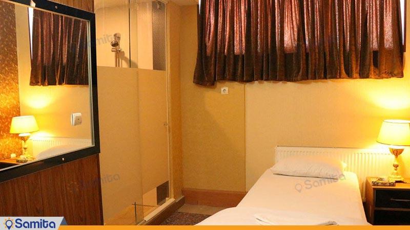 اتاق یک تخته هتل زنده رود